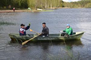 Niinisalon kyläyhdistyksen vene laskettiin veteen keväällä 2015. Kuva: Kirsi Jaakkola